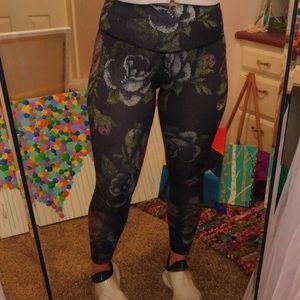BLACK PIXEL FLOWER LULU LEMON LEGGINGS